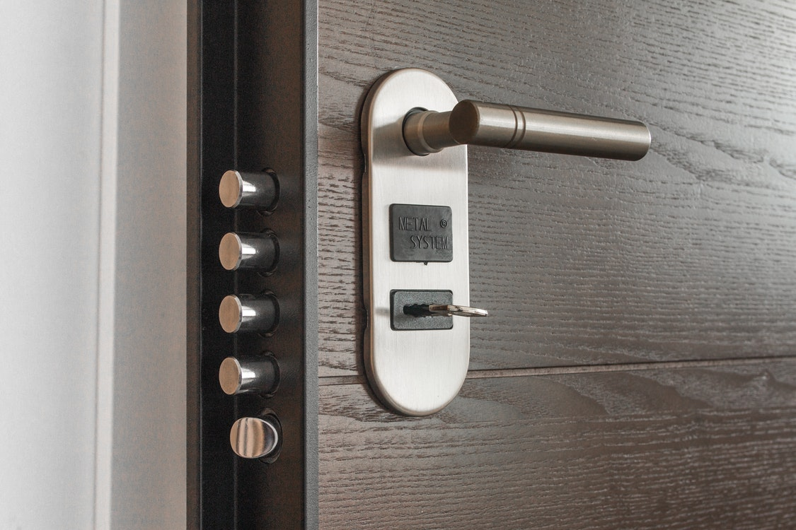 Employing the Services of Licensed Locksmiths – The Difference It Makes