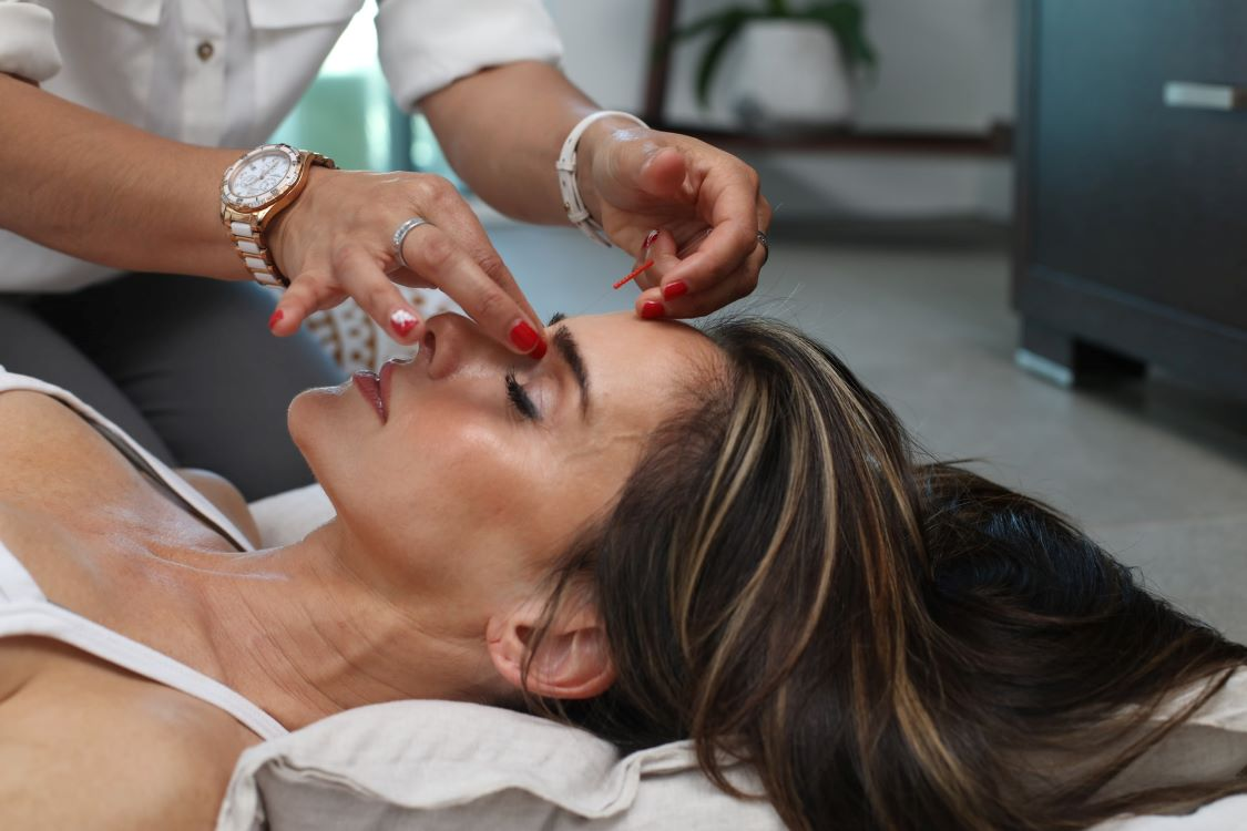 Discussing Facial Extraction – What It Is and the Various Benefits That It Offers